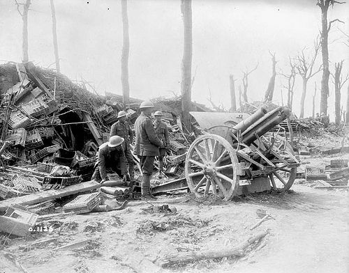 17th Battery C.F.A. firing a German 4.2 on the retreating Boche (Photograph taken during Battle of Vimy Ridge.)