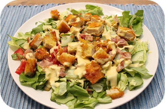 Op dit eetdagboek kookblog : Krokante Kip Salade - Ook zo'n fijne salade om te maken op een warme dag: Krokante kip salade. Gewoon de krokante kip bakken. Ontbijtspek knapperig bakken. Salade mengen met de