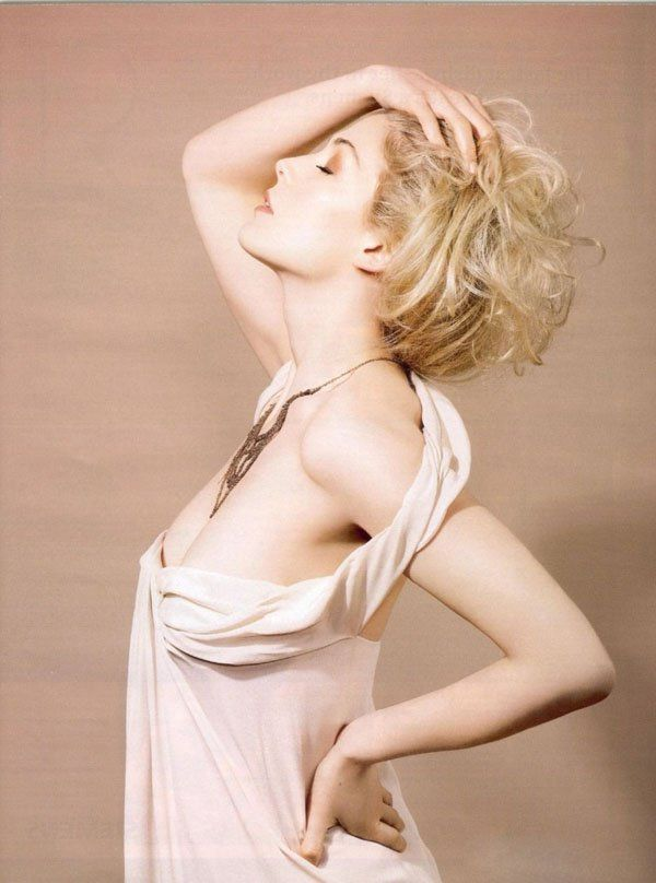 Rosamund Pike fotos más calientes y fotos de bikini. (21)