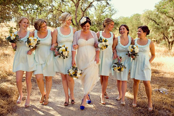 Baby blauw is een mooi kleurtje voor de jurken van je bruidsmeisjes, romantisch en lekker fris!