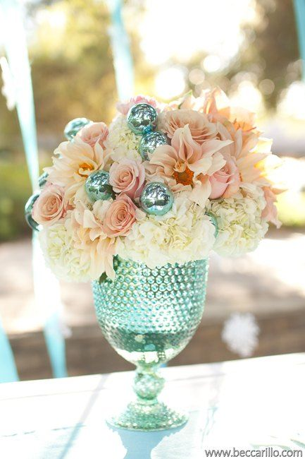 Fabulous & unusual color pairing! Centerpiece by http://egfloraldesign.com | Photo by http://beccarillo.com
