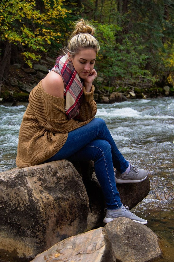 Hiking Through Colorado + Blanket Scarves You Need - One Swanky Couple | fall hiking outfit, fall hike, fall athletic outfit, hiking outfit, cold weather outdoor outfit, outdoorsy outfit