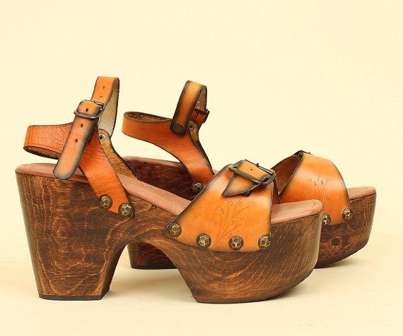 DEADSTOCK ViNtAgE 70's Platform Sandals // by hellhoundvintage