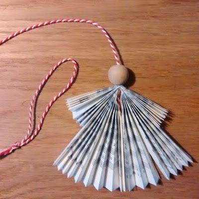Kerstengeltjes vouwen van boekpagina's.  Workshops voor Creativiteit & Ontmoeting: Boekselen viert Cadeautjesmaand mee met Creatief Gouda