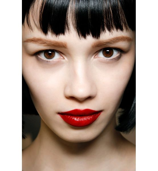 Glossy Red Lips dark hair and light brown eyebrows | STYLE ...