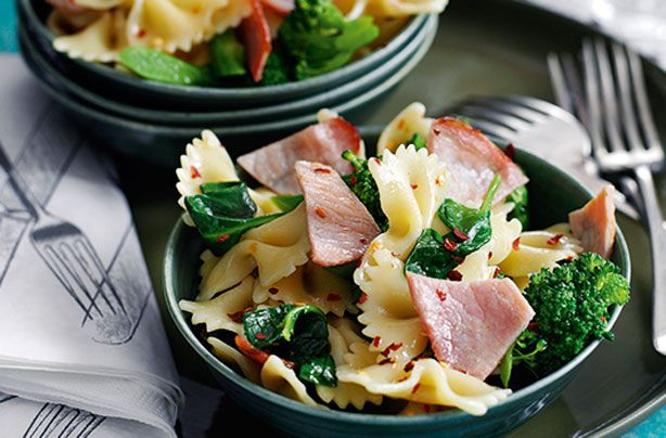 This super simple bacon and broccoli pasta salad is perfect for nights when you don't want to spend ages in the kitchen. You only need a handful of basic ingredients to make it and it takes just 15 minutes from start to finish - plus, because it's a Slimming World recipe, you can rest assured that it's just as nutritious as it is delicious.