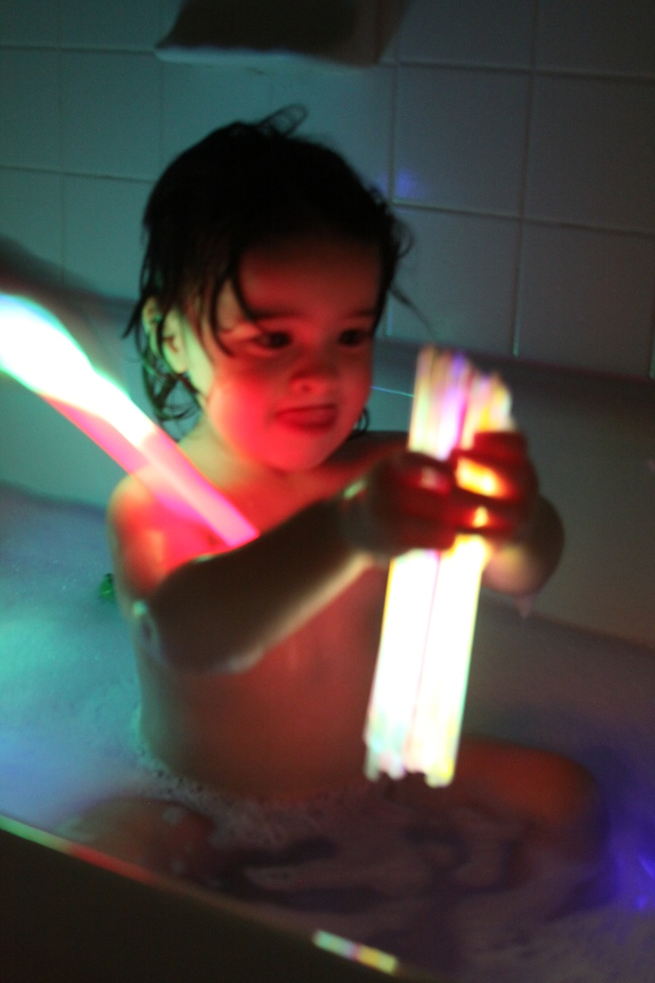 monday night rave in the bath tub with glow sticks :)