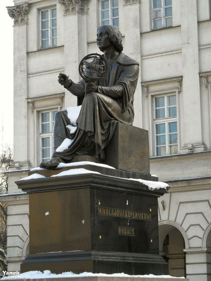 Bertel Thorvaldsen w 1822 wykonał rzeźbę polskiego astronoma, którą odsłonięto w 1830 r. Ulegała wielu dewastacjom, nawet współcześnie