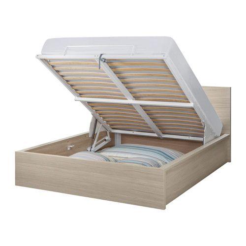 МАЛЬМ Кровать с подъемным механизмом IKEA Под поднимающимся реечным днищем расположено практичное отделение для хранения.