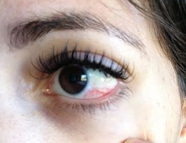 Foarte important de stiut! Ochiul este un organ sensibil ce trebuie protejat in timpul aplicarii extensiilor de gene. Afla ce sfaturi iti recomandam pentru a evita iritarea ochilor atunci cand aplici extensiile de gene! http://premiumlashesboutique.ro/cum-evitam-alergiile-la-ochi