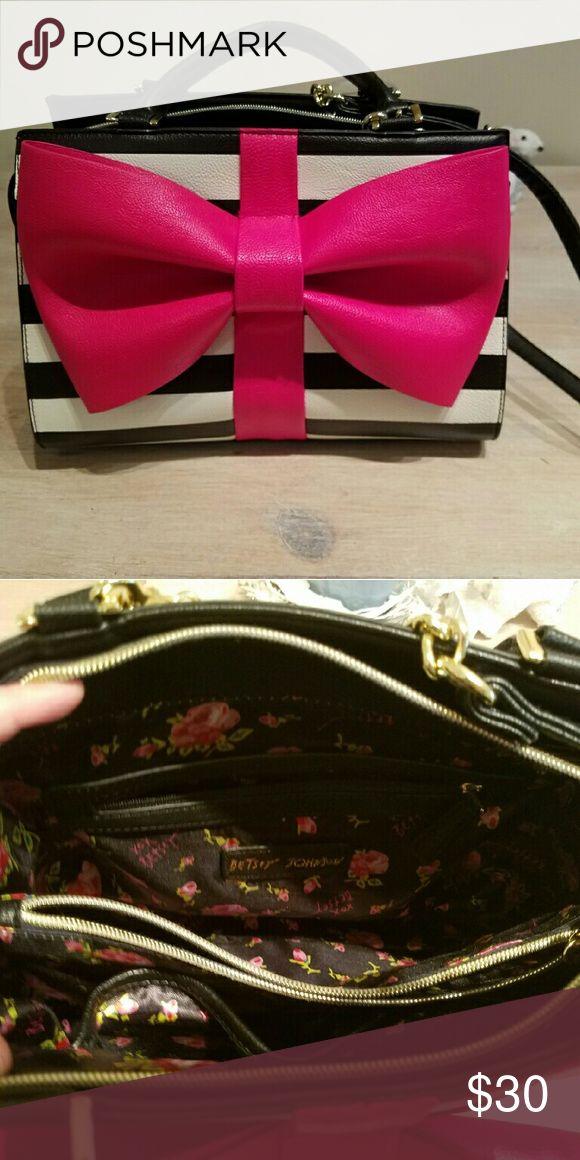 Spotted while shopping on Poshmark: Betsey Johnson Pink Bow Purse! #poshmark #fashion #shopping #style #Betsey Johnson #Handbags