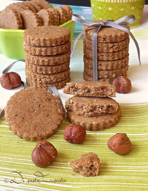 Di pasta impasta: Biscotti senza... con farina di castagne e grano saraceno