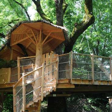 Workaway in Switzerland. Help us with our treehouse rentals in the Swiss countryside, of Ogens