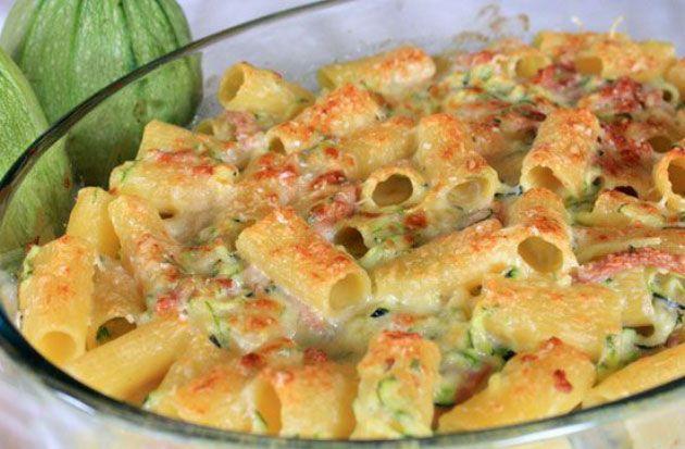 Gratin de pâtes aux courgettes et chèvre, recette d'un plat complet et équilibré et facile à cuisiner pour un repas léger et improvisé.