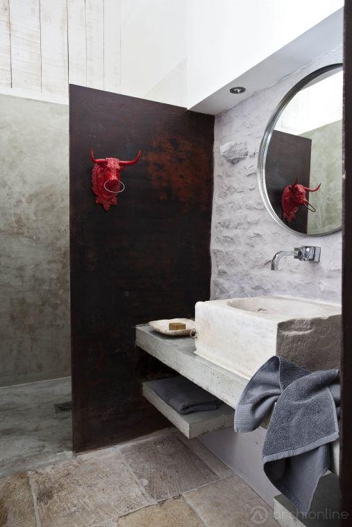 Une salle de bains atypique r am nag e par le r seau d for Architecte salle de bain