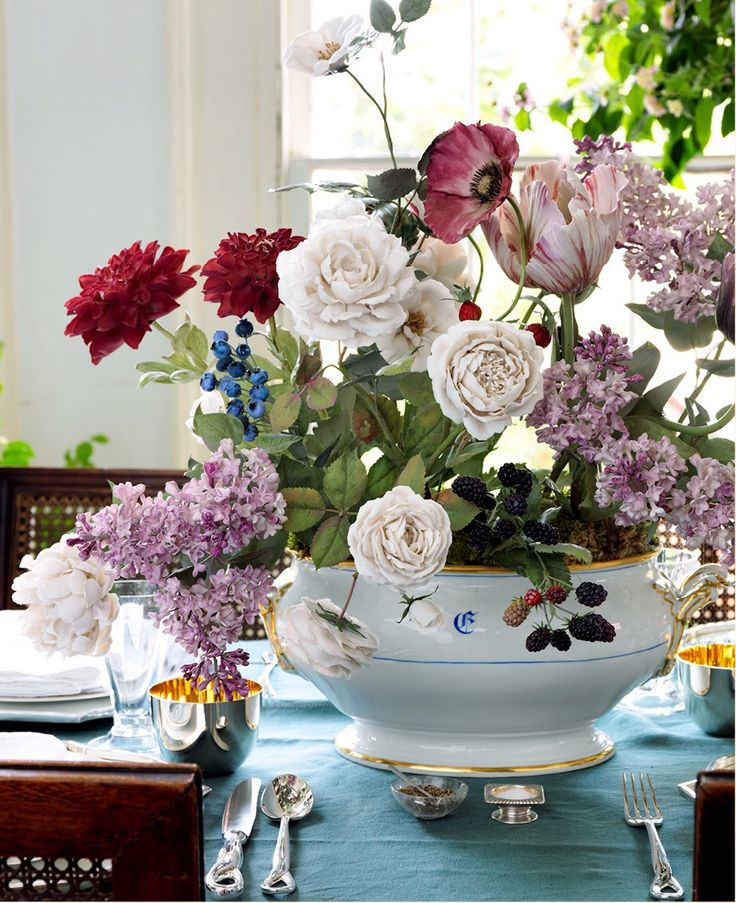 Vladimir Kanevsky porcelain flowers // via House Beautiful