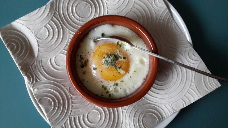 Ei in een potje, is niet echt een recept eigenlijk, zó leuk om te maken en veel sjieker dan een gewoon zacht gekookt eitje! Ook lekker met groente en zalm.