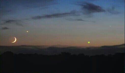 Shows Moon, Venus, and Saturn over Cummings, Iowa