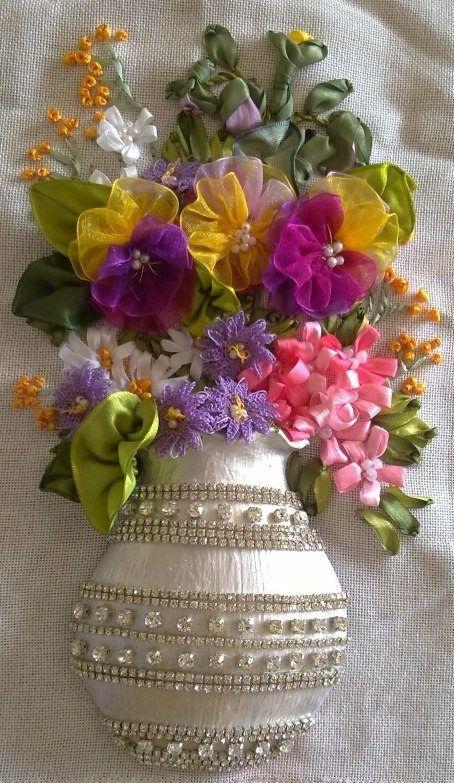 Flores y jarron bordados