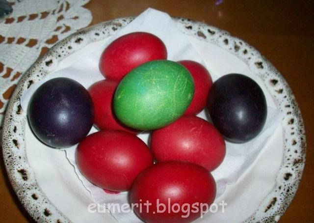 Cum se vopseau odată, ouăle roşii