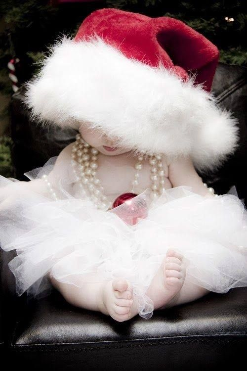 How precious is this pose for Christmas pictures? :)