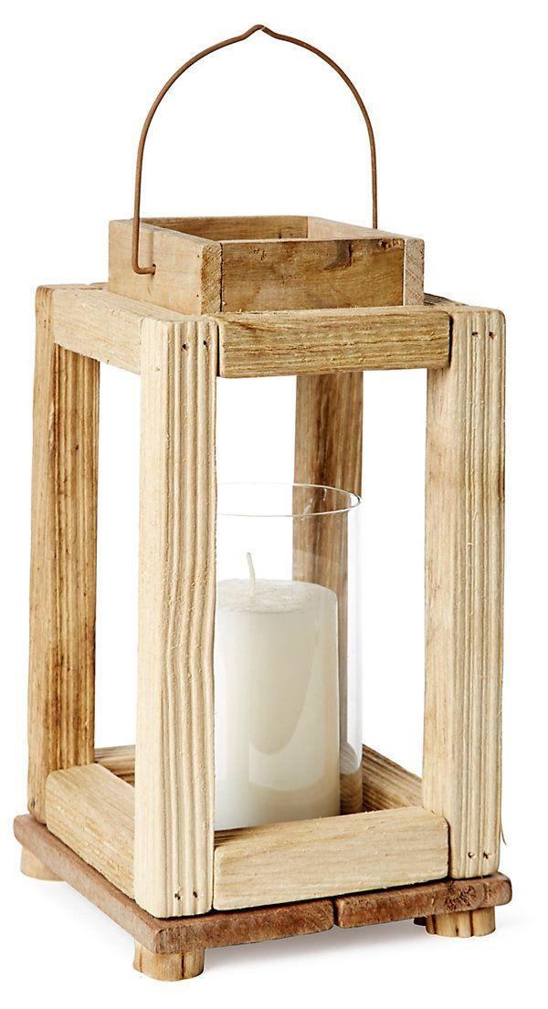 Faro rústico de madera de baja complejidad