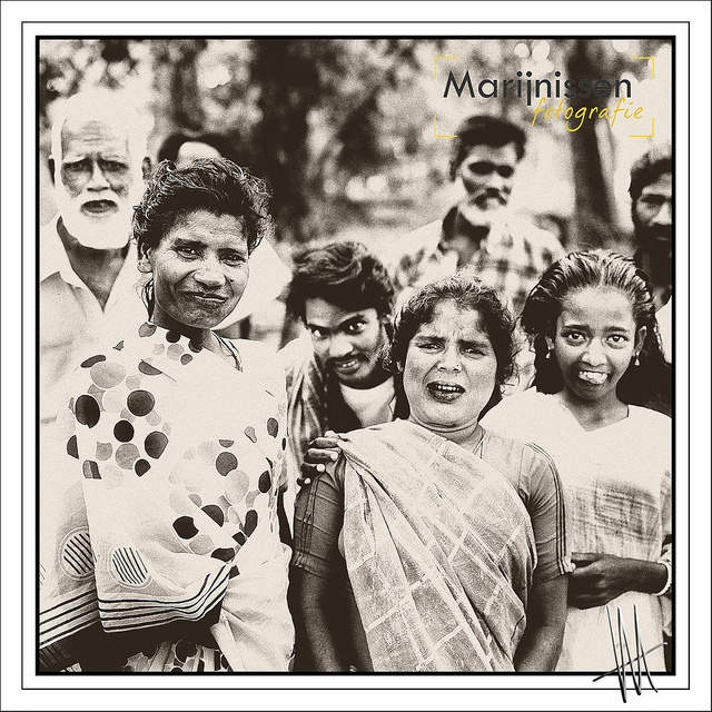 Incestuele family and friends in a village in India, asia, traditional village, group, travel pictures journalistic style of people, photography around the world, sepia, square hasselblad, incestuele familie en vrienden in een dorp in india by Fotostudio Marijnissen Fotografie. fotoshoot in fotostudio vanaf €115,- www.marijnissenfotografie.nl