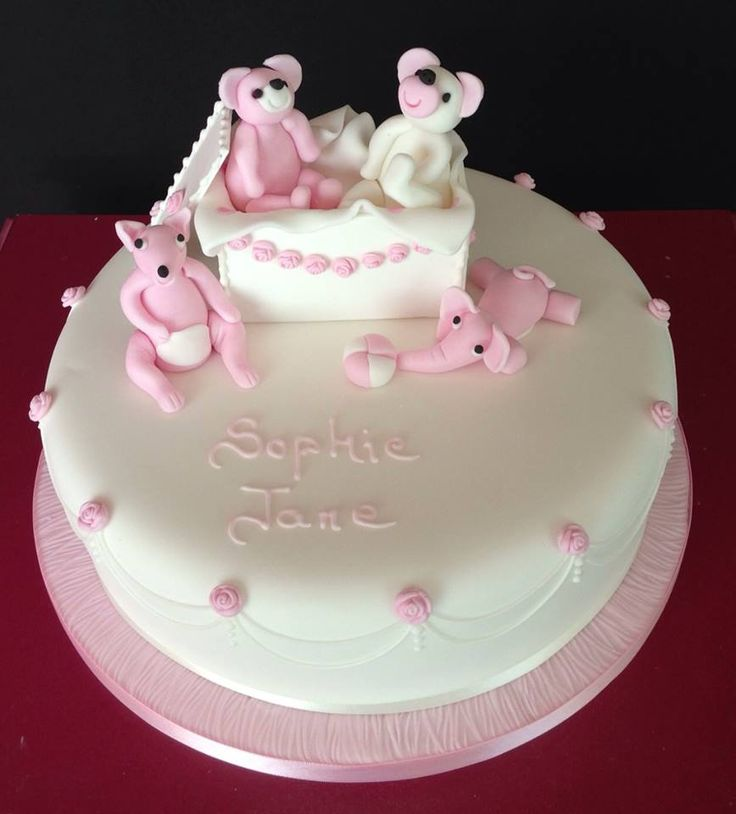 Always like this Christening cake, think it is so pretty