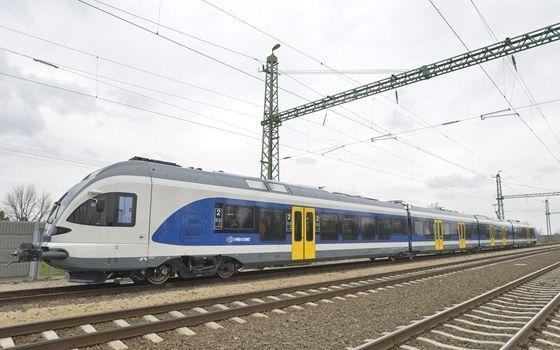 Itthon: Fotók: megjöttek az új Flirt vonatok - HVG.hu
