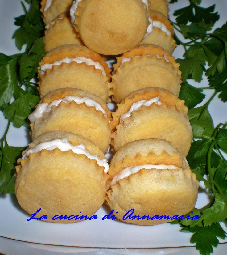 Biscotti rustici farciti con crema di gorgonzola, ricetta antipasto
