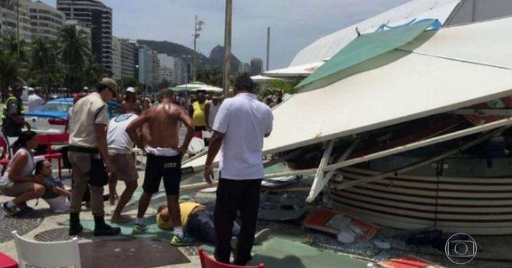 Quiosque desaba na altura do posto 4, em Copacabana