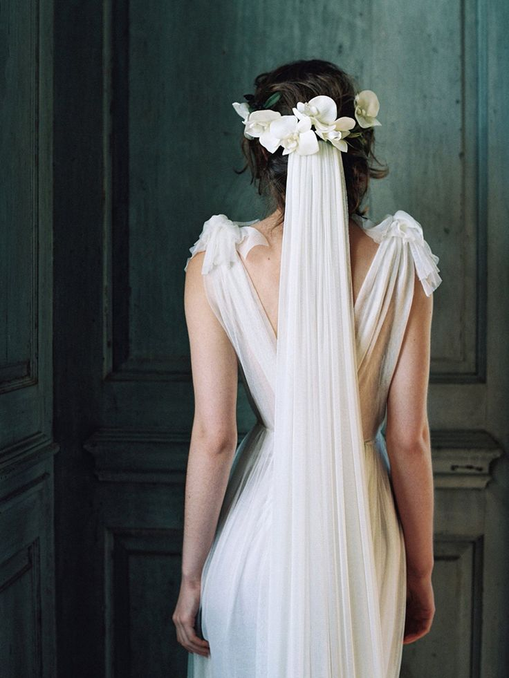 beautiful draping on this wedding gown | Laura Gordon