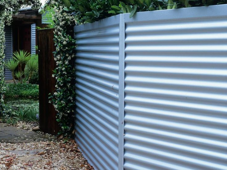 An Affordable Durable Maintenance Free Fencing Option 400 x 300