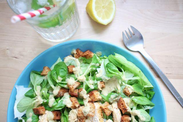 Blue vegan pig: Vegan Caesar salát