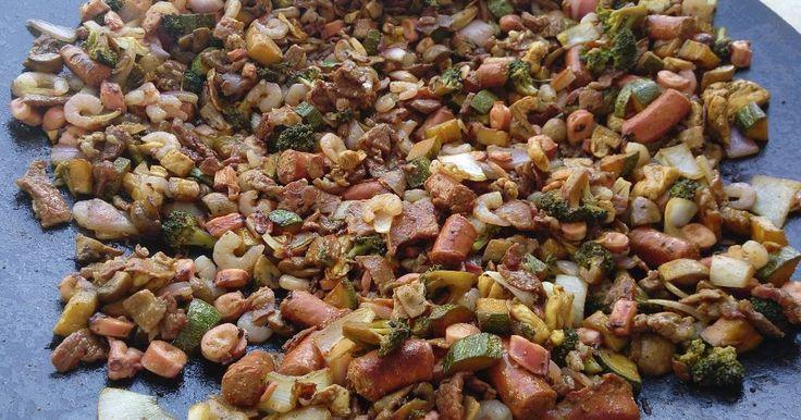 Fabulosa receta para Discada Mar y Tierra. El gusto por los mariscos y las carnes se conjunta en una deliciosa combinación con verduras. Sano, liguero y nutritivo. La DISCADA se prepara tradicionalmente en un Disco de Arado preparado para poder cocinar, lo puedes substituir por un WOK !!!