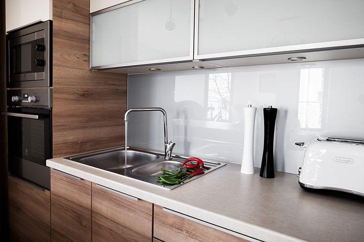 Co najbardziej cenimy w kuchni? Na pewno kluczowymi cechami są wygoda i funkcjonalność, które możecie doświadczyć w kuchni zrealizowanej przez MEBLE MERDA.
