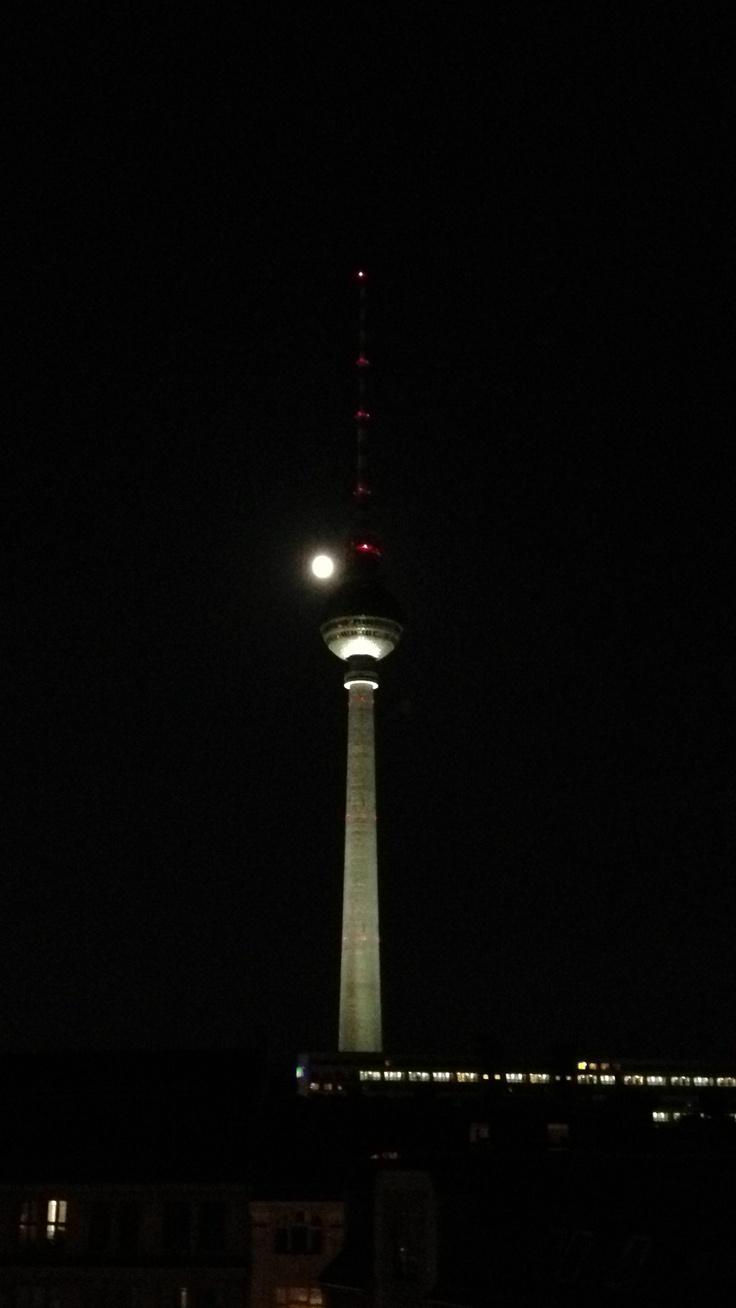 Fernsehturm und Vollmond #Berlin