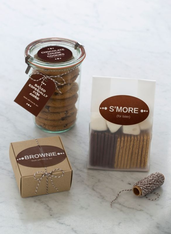 Neat ways to wrap up homebaked gifts. Easy to make with Avery labels, tags and free templates. #chocolate #foodgifts