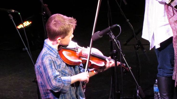 Bluegrass Fiddle: a guide to bluegrass and country-wtyle fiddling.</center></p><p><center><a href=