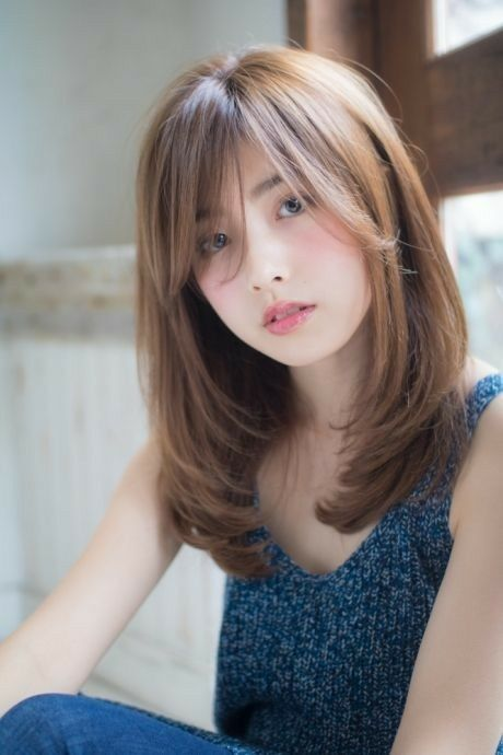 Today's trend is creating a hairstyle on long hair making bangs cut in it. So, if you want to apply this hairstyle to your hair then just have a look at our collection. hair bangs 5 Easy Long Bangs Hairstyles for you in 2019 : Have A Look! Medium Length Hair With Bangs, Medium Hair Cuts, Medium Hair Styles, Curly Hair Styles, Korean Hairstyle Medium Shoulder Length, Hair Cut Styles Long, Short Hair For Round Face Shoulder Length, Shoulder Hair Styles, Long Layered Bangs