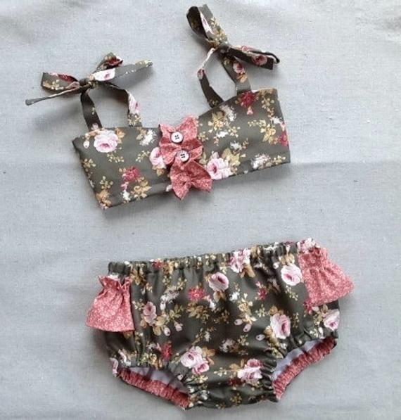Gidget – Baby Bikini modello di cucito. Modello di costume da bagno retrò. Modello di cucito ragazza. Modello di cucito per bambini. Dimensioni 6m – 24m