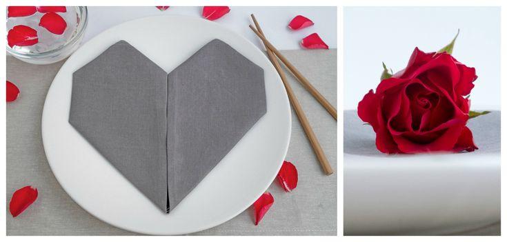 Servetten vouwen voor Valentijnsdag, bruiloft en Moederdag -  Servetten vouwen - Dit servet in hartvorm gevouwen is een simpele en mooie manier om de tafel te dekken voor een bruiloft, Valentijnsdag en Moederdag. Een hart betekent altijd liefde en warmte. Dit servet in hartvorm gevouwen is de final touch om een mooie tafel te dekken voor speciale gelegenheden.    Voor de Valentijnsdag, kun je een mooie tafel voor twee dekken en als accent gebruik je 2 rode servetten, rode roosjes in vaasjes…