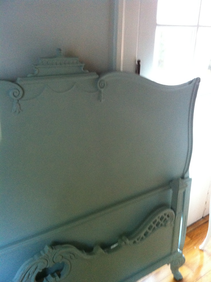 I am SOOO in love with this Queen bed. She's not finished yet and I already tear up at the thought of letting her go:(