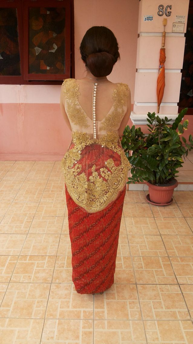 Back detail - Kebaya set for graduation  #kebaya #gold #lace #brokat #tile #beads #sequin #red #batik #madebyorder