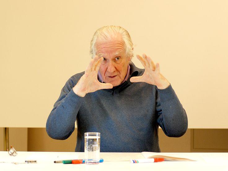 15 tesis sobre el arte contemporáneo. Alain Badiou 1. El arte no es la irrupción sublime de lo infinito en la abyección finita del cuerpo y del sexo. Es, al contrario, la producción de una serie su…