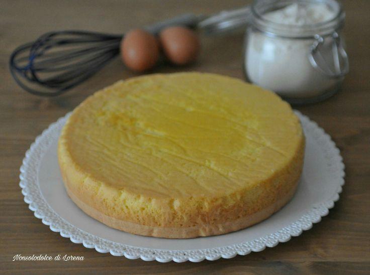 Il Pan di Spagna è la base principe delle torte farcite classiche, ma si usa molto anche nelle torte cosiddette moderne, oppure per fare dei dessert