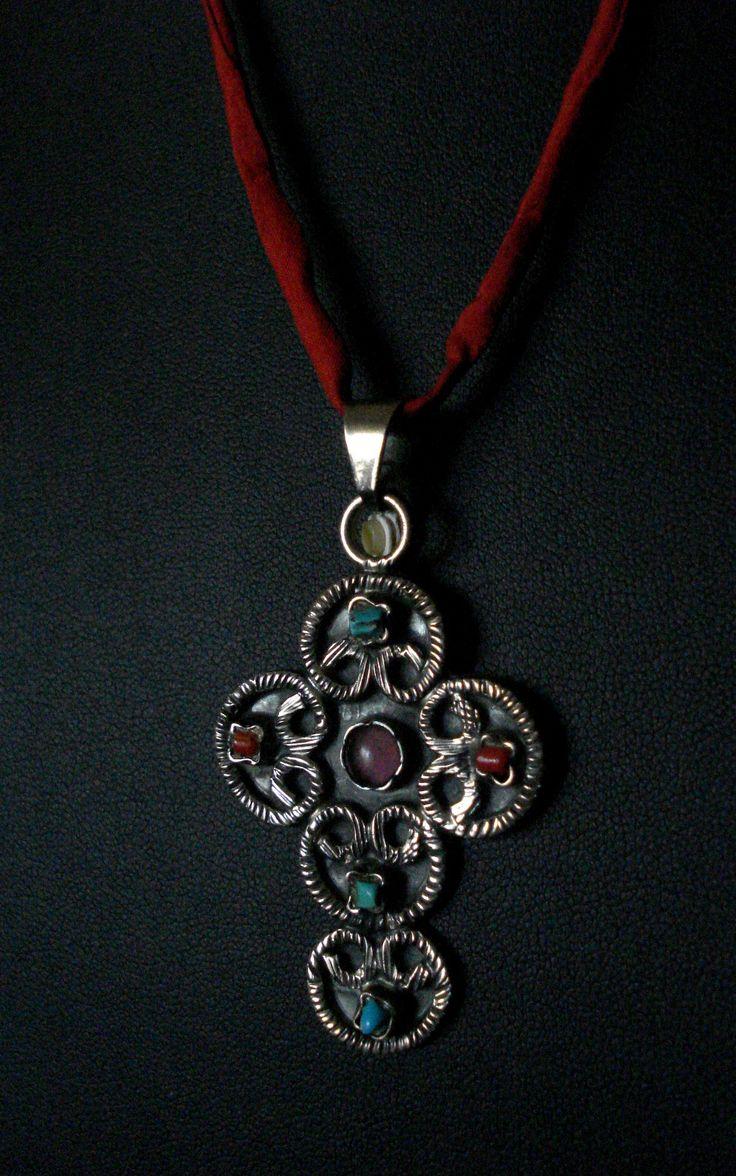 χειροποιητος σταυρος απο ασημι 925 και ημιπολυτιμες πετρες σε μεταξωτο κορδονι τιμη 55.00ευρω