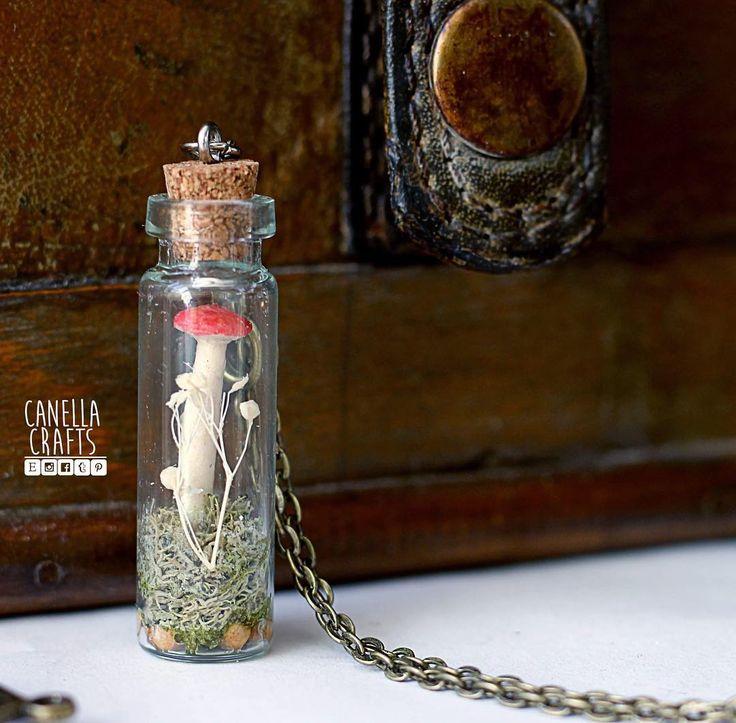 Mushroom terrarium necklace  To keep nature close to your heart    @erikadecanella .  .  .    #mushroom #necklace #terrarium #miniatures #handmade #handcrafted #craft #nature #moss #pendant #canellacrafts #etsy #etsycoupon #etsynecklace