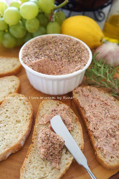 ハムと炒めた玉ねぎ、ヒヨコマメをブレンダーにかけるだけ。忙しい主婦にとって大いに助かるレシピです。バゲットやサンドイッチにしたり料理の幅が広がります。関連記事にこれを使ったレシピを紹介しています。