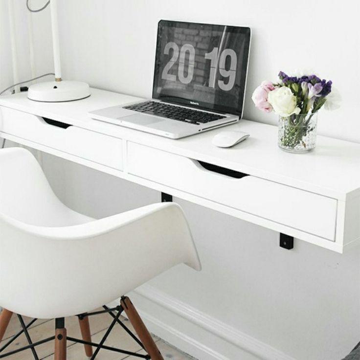 Schreibtisch selber bauen aus einer Konsole und Regalhaltern